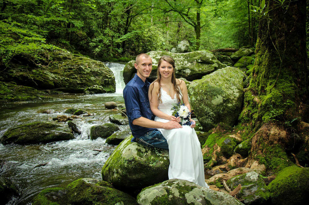 Couple elopes to Pigeon Forge, Tennessee